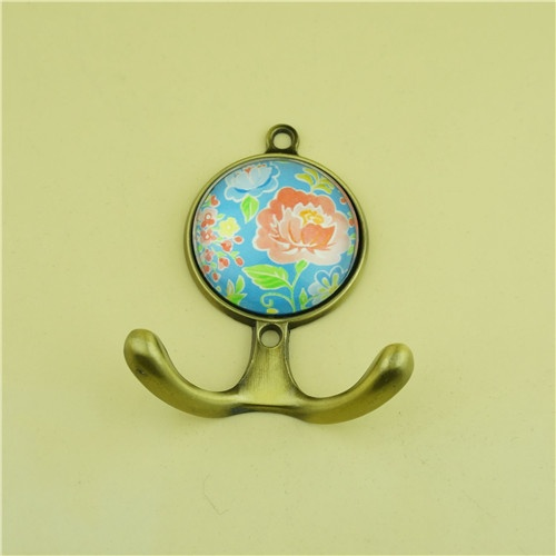Glass Cloth Hanger / Home Decor Cloth Hanger